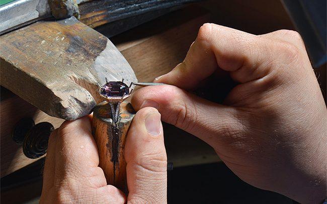 Les doigts de fée de la  joaillerie Manalys